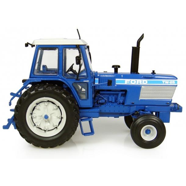 Ford TW25 2WD (1983) traktor 1/32 Universal Hobbies
