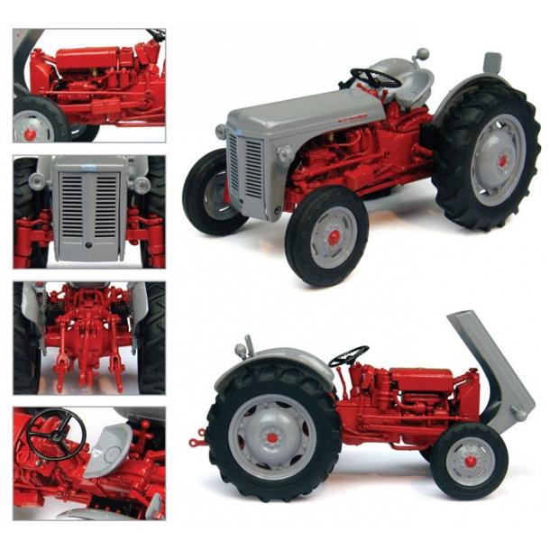 Ferguson FF30 DS traktor 1/32 UH Universal Hobbies
