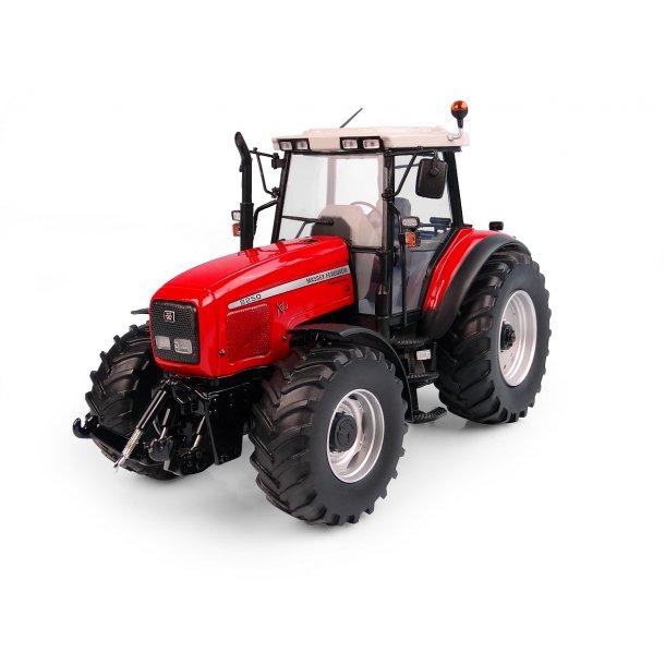 Massey Ferguson 8250 Xtra traktor 1/32 UH Universal Hobbies