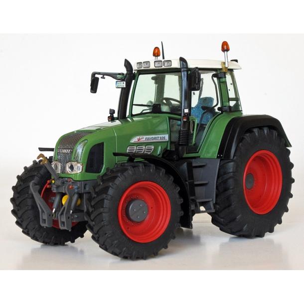 Fendt Favorit 926 Vario Gen.2 traktor 1/32